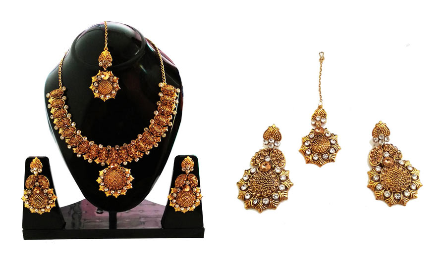 Gold-Plated-intricate-Jewelryset-withmangtika
